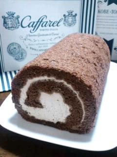 東京駅グランスタ「カファレル」のジャンドゥーヤロールケーキ